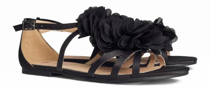 Sandalen van satijn, zwart - € 19.95
