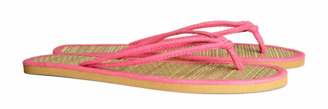 Slippers met binnenzool van stro, roze (ook verkrijgbaar in zwart) - € 4.95