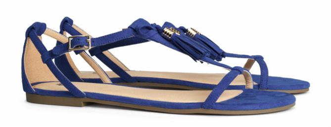 Sandalen met kwastjes, blauw - € 19.95