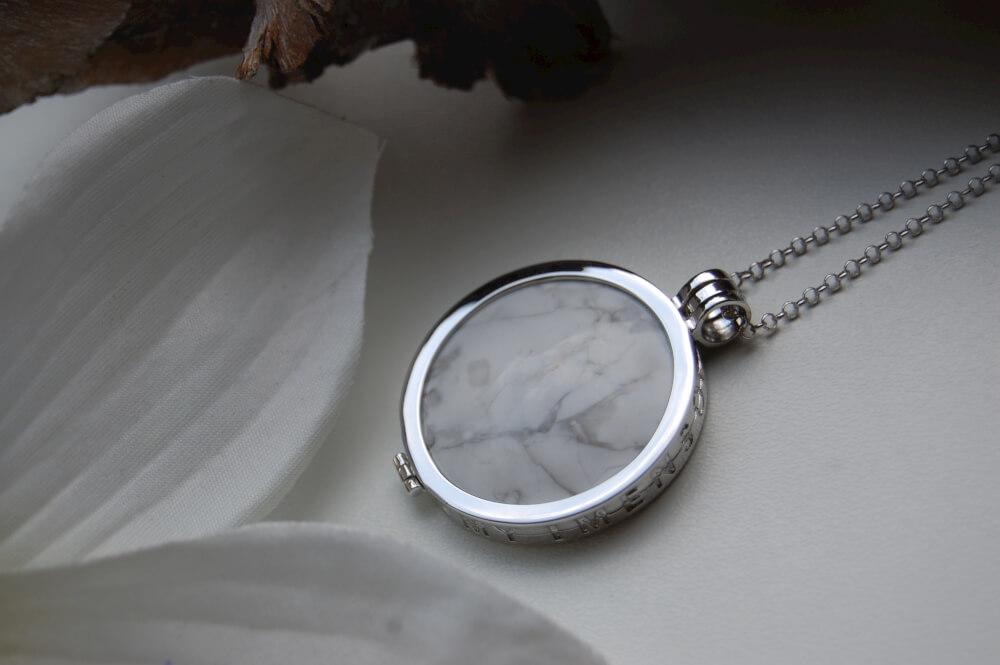 Howlite Gemstone insignia