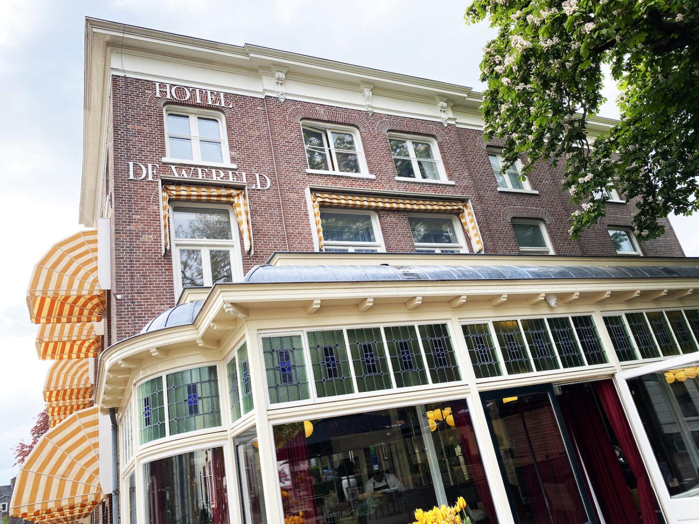 Vier de vrijheid bij Hotel de Wereld!